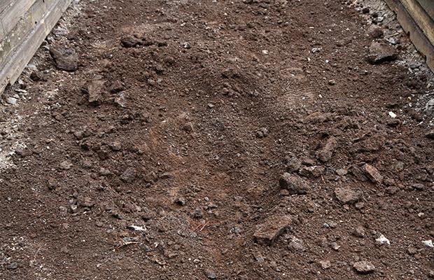 下層土の排水状況の確認