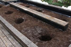 土壌改良成功のために知っておきたい基礎知識その3「排水を確保する方法」 地中に穴を開けて排水を確保する一例
